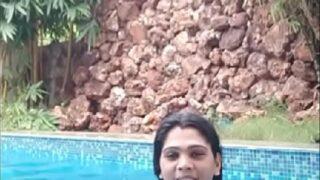 Hyd ammayi sexy pooku swimming pool lo