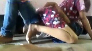 XXX video hyd aunty okka call boy tho